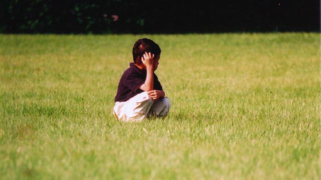 「草間童趣」 ~ 攝於香港科技大學開放日‧清水灣‧香港 ~ 2002 ~ Canon EOS5 ~ Canon 70-200mm L Lens ~ F4.0