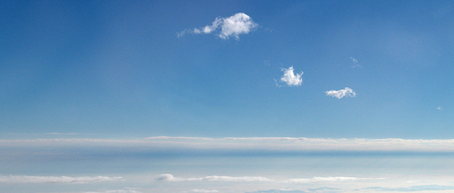 「雲上雲‧天外天」 ~ 攝於逾三萬呎高空‧地球 ~ 2004.12.10 ~ SONY Cybershot DSC-F828 ~ F8.0 1/640