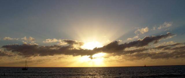 「陽光」 ~ 攝於威基基(Waikiki)‧檀香山(Honolulu)‧夏威夷歐胡島(Oahu Island, Hawaii)‧美國 ~ 2005.1.11 ~ SONY Cybershot DSC-F828 ~ F8.0 1/320