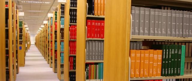 「學問」~ 攝於香港科技大學圖書館‧香港 ~ SONY DSC-F828 ~ ISO 100 S1/8 F2.8